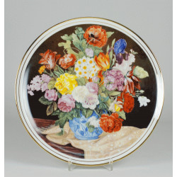 "Decorative plate ""bouquet of flowers with a beige shawl"""
