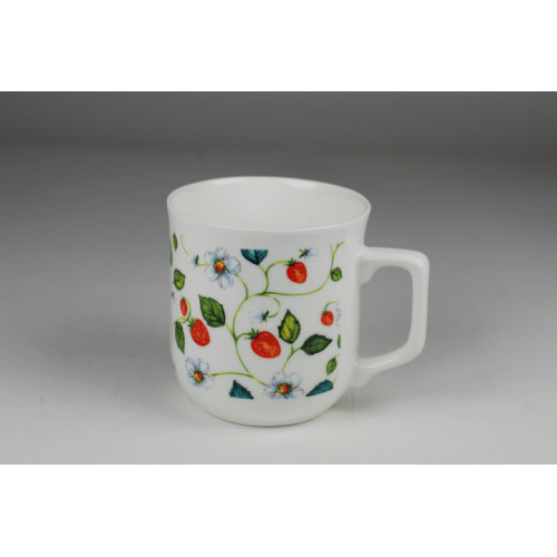 Cmielow mug - decoration Bloomin wild strawberries