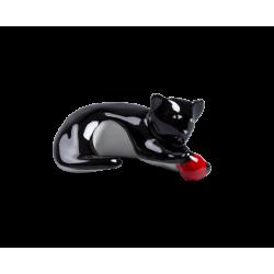 Kot z czerwoną piłką